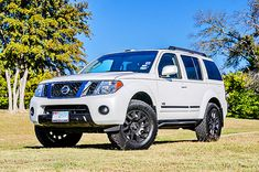 Protect your Pathfinder's rocker panels with Rocky Road's Pathfinder Rock Sliders. Our Pathfinder Rock Sliders come with a lifetime warranty. Nissan Pathfinder 2008, Nissan 4x4, Navara D40, Rock Sliders, Roof Rack, Cars, Autos