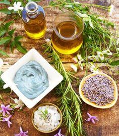 Deși există un Plafar al plantelor și majoritatea remediilor naturiste se găsesc astăzi la toate farmaciile naturiste, prepararea lor acasă poate fi o metodă mai sigură, sau de ce nu, un hobby. Vei descoperi că …