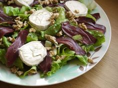 Fresh goat cheese and walnut salad Pasta, Goat Cheese, Catering, Tacos, Beef, Fresh, Chicken, Healthy, Ethnic Recipes