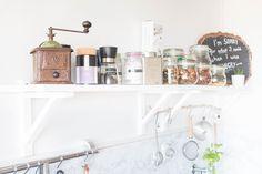 Küchenregal alte Kaffeemühle