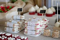 sweet paper wrapped tea sandwiches {nice party via Holamama} Picnic Theme Birthday, 3rd Birthday Parties, Birthday Ideas, Dessert Table, A Table, Country Picnic, Cupcake, Tea Sandwiches, Finger Sandwiches