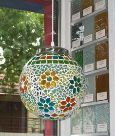 49 best Mosaic Balls images on Mosaic Wall, Mosaic Glass, Glass Art, Mosaic Crafts, Mosaic Projects, Stained Glass Lamps, Fused Glass, Tiffany Lamp Shade, Gourd Lamp