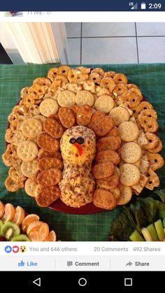 Thanksgiving turkey cheese and cracker tray Thanksgiving Snacks, Thanksgiving Parties, Thanksgiving Decorations, Happy Thanksgiving, Thanksgiving Prayer, Happy Fall, Holiday Treats, Holiday Recipes, Holiday Appetizers