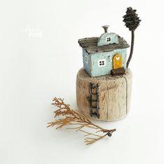 Домик-малютка из дерева-дрифтвуд. ЗАНЯТ. . #домик #миниатюра #голубойдом #сказочный #fairyhouse #handicraft #instacraft #рукотворчество #ленатом #сделанослюбовью #дрифтвуд #driftwood #издерева #woodart #handmadewithlove #miniatures #handcrafting #craftposure #вгармониисприродой #сделаносдушой #мечтай #инстаярмарка #подаркиручнойработы #длядуши #хендмейд #творчество #хобби #мойдом #любимыйдом