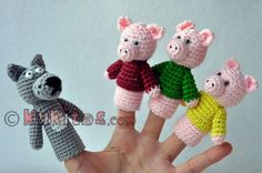 """Muñecos de dedos para la escenificación del cuento """"Tres cerditos"""". 3 cerditos con tres diferentes camisas 1 lobo Se ponen en los dedos o en una base Material: Lana algodón 100%, ojos-tornillos Alto: 8-9 cm aprox. Edad: desde 1 a 7 años Actividades: coordinación de las manos, escenificación, desarrollo del lenguaje, juego de Crochet Crafts, Crochet Dolls, Crochet Projects, Love Crochet, Crochet Lace, Finger Puppet Patterns, Knitted Animals, Felt Finger Puppets, Stuffed Toys Patterns"""