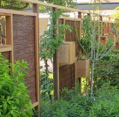 green garden fencing Source by dekruiftuut Privacy Panels, Garden Stepping Stones, Roof Deck, Fence Gate, Garden Fencing, Green Garden, Garden Inspiration, Garden Ideas, Garden Design