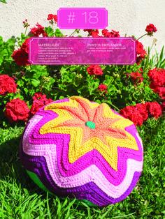 Crochet Almohadones #18 Christmas Ornaments, Holiday Decor, Home Decor, Pillow Design, Dots, Colors, Decoration Home, Room Decor, Christmas Jewelry