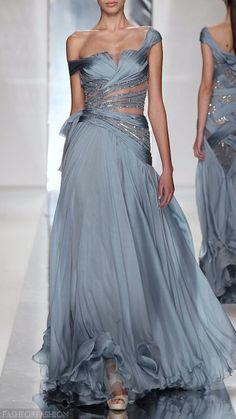 Daenerys Targaryen - stunning blue-grey gown