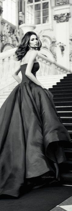 Black and White ❤️ San Gil, Black White Photos, Black And White, Color Borgoña, Gala Dresses, Elegant Chic, Parisian Chic, Dress Picture, Classy And Fabulous