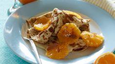 Disse vanilje-pandekager er lidt anderledes og smager skønt med de friske appelsiner og den krydrede honning.