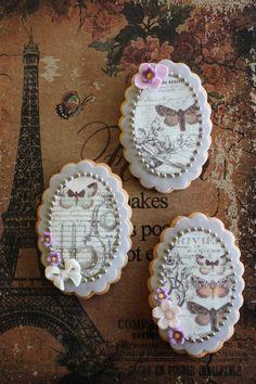 Vintage cookies by bubolinkata Fancy Cookies, Vintage Cookies, Iced Cookies, Cute Cookies, Royal Icing Cookies, No Bake Cookies, Cupcake Cookies, Sugar Cookies, Elegant Cookies