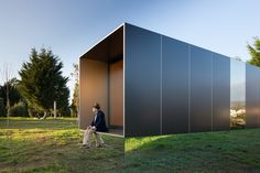MIMA Light by MIMA House « Inhabitat – Green Design, Innovation, Architecture, Green Building Prefab Modular Homes, Prefabricated Houses, Modular Housing, Mima House, Robert Morris, Casas Containers, Portable House, House And Home Magazine, Home Photo
