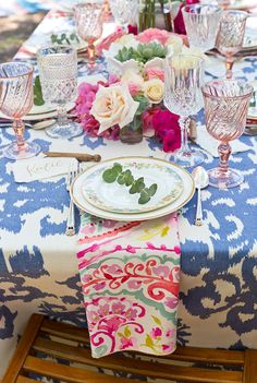 La Tavola Fine Linen Rental: Casablanca Steel Blue with Watercolors Orchid Napkins | Event and Floral Design: Swoon California, Photography: Willhouse Photography