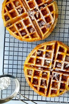 25 Pumpkin Recipes That You Need to Try! The very best Fall Recipes including pumpkin desserts, breads, and breakfast ideas. The best pumpkin recipes. Autumn Brunch Recipes, Fall Recipes, Waffle Recipes, Baking Recipes, Breakfast Dishes, Breakfast Recipes, Pumpkin Spice Waffles, Pancakes And Waffles, Croissants