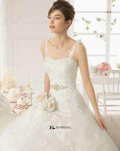 2015 New Collection Ball Gown Strapless Sweetheart Pleated Lace Appliqued Galina Wholesale Wedding Dress