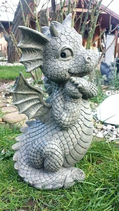 Tierfigur Garten Grau Nachdenkliche Drachenskulptur