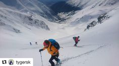 Parádny záber výstupu na #praveslovenske  @tygersk  After long time some good weekend skimo in our Western Tatras mountains with great friends :-) #zapadnetatry #skialp #hiking #adventure #tatramountains #tatry #slovensko #slovakia #winter #snow #hills #rocks #nature #landscape