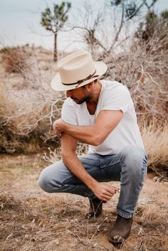Mens Dress Outfits, Cowboy Outfits, Outfits With Hats, Men Dress, Texas Fashion, Geek Fashion, Stetson Open Road, Photo Pose For Man, Garland Texas
