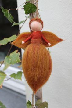 Fensterschmuck - Herbstelfe, Waldelfe, Waldorfart - ein Designerstück von Jalda-Filz bei DaWanda
