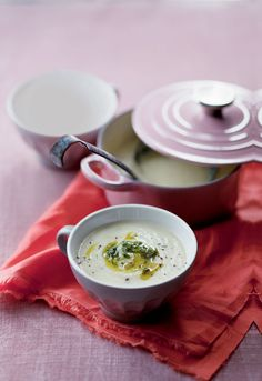 Method Heat the butter in a large pot and sweat chopped onions, sliced leeks and celery until translucent. Low Carb Recipes, Soup Recipes, Vegetarian Recipes, Cooking Recipes, Coriander Oil, Banting, Lchf, Keto, Low Sugar