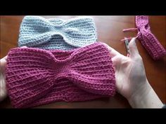 Fascia di lana per capelli all'uncinetto facilissima - YouTube Diy Crochet, Crochet Bikini, Dou Dou, Top Les, Loom Knitting, Crochet Projects, Headbands, Knitted Hats, Accessories