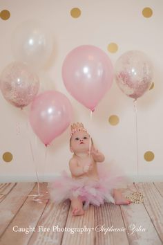 First birthday pictures. Pink And gold first birthday. I like the gold pok-a-dots in background. Pink And Gold Birthday Party, Gold First Birthday, Baby Girl 1st Birthday, Gold Party, First Birthday Parties, Cake Birthday, Birthday Balloons, Princess First Birthday, Pumpkin First Birthday
