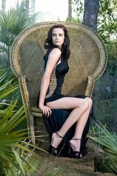 Hollywood glamour, interesting stuff, and room for wacky items that I find from time to time. Bond Girls, Beautiful Celebrities, Beautiful Actresses, Hollywood Actresses, Actors & Actresses, Hollywood Glamour, Eva Green Penny Dreadful, Actress Eva Green, Green News