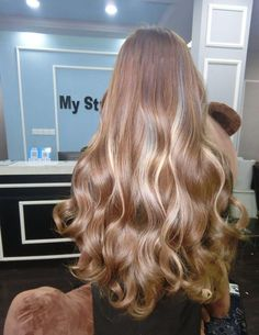 Blonde Hair Color Ideas For Summer Discover Blonde shared by Ky Boogie on We Heart It hair blonde and beauty image Hair Inspo, Hair Inspiration, Fashion Inspiration, Coiffure Hair, Brown Blonde Hair, Medium Blonde, Grunge Hair, Gorgeous Hair, Amazing Hair