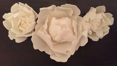 These flowers are used to decorate a cake or to place on top of cupcakes They are 100% edible and taste like sugar with a slight vanilla flavor The flowers are about 2.5 to 3 inches wide and about 1.5 inches high I am selling each peony individually so please make sure to select the