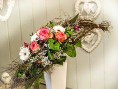 Wer den Boden zum Herz schlägt, trifft immer ins Schwarze   #Bogenstrauß #Rosen #Herz #Floristik  EBK-Blumenmönche Blumenhaus – Google+