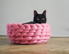 A handmade knitted cat bed made from soft merino yarn. Pink chunky wool was used to create this cosy pet bed. By Ohhio Arm Knitting, Knitting For Kids, Vogue Knitting, Knitting Machine, Knitting Needles, Chat Crochet, Cat Cave, Knitted Cat, Chunky Blanket