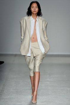 A.F. Vandevorst Spring 2014 Ready-to-Wear Collection Slideshow on Style.com