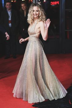 Jennifer Lawrence looking utterly stunning at the London Premiere. Taylor Swift Style, Taylor Alison Swift, Jenifer Lawrens, Hunger Games, Jennifer Lawrence Dress, Jannifer Lawrence, Happiness Therapy, Kentucky, Nice Dresses