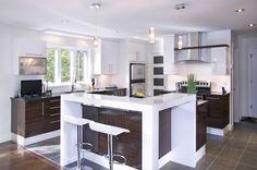 Cuisines urbaines - Signature Cuisines AC Condo Kitchen, Open Kitchen, Decor Interior Design, Interior Decorating, Kitchen Countertops, Home Renovation, Home Kitchens, Kitchen Design, Sweet Home