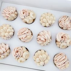 Cupcake Icing Designs, Cupcake Piping, Buttercream Cupcakes, Pink Cupcakes, Baking Cupcakes, Wedding Cupcakes, Cupcake Cakes, Pretty Cupcakes, Cake Decorating Techniques