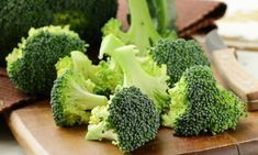 20 Healthy Foods To Eat During Pregnancy Superfoods To Eat During Pregnancy Broccoli Eating Raw, Healthy Eating, Healthy Foods, Healthy Life, Broccoli Benefits, Broccoli Diet, Growing Broccoli, Fresh Broccoli, Pasta Nutrition