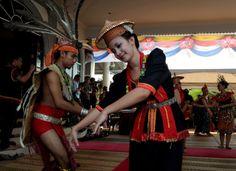 Conozca el Festival de la Cosecha que se celebra en Malasia. Visite nuestra página y sea parte de nuestra conversación: http://www.namnewsnetwork.org/v3/spanish/index.php #nnn #bernama #malasia #malaysia #cultura #culture #party #fiesta #fotos #pics #news #noticias #entretenimiento #danza #baile #dance #sarawak #festival #art #arte