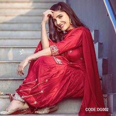 Stylish Photo Pose, Stylish Girls Photos, Stylish Girl Pic, Cute Girl Poses, Girl Photo Poses, Girl Photos, Indian Salwar Kameez, Churidar, Anarkali