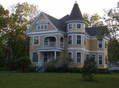 1908 Queen Anne - Rio, WI - $280,000 - Old House Dreams