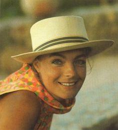 Шляпки, шапочки, платочки.../цвет..