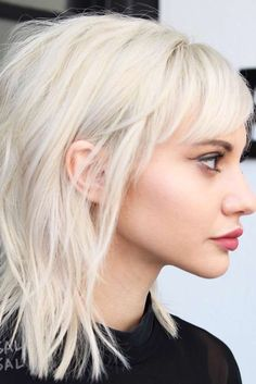 14 Fresh and Fun Ideas For Medium Layered Haircuts Medium layered haircuts are a. - Elle Hairstyles - 14 Fresh and Fun Ideas For Medium Layered Haircuts Medium layered haircuts are a… - Shoulder Length Hair With Bangs, Bangs With Medium Hair, Medium Hair Cuts, Medium Hair Styles, Short Hair Styles, Short Bangs, Medium Hairstyles With Bangs, Shoulder Length Layered Hair, Hairstyles Haircuts