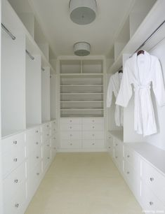 Walk In Closet Design - Design photos, ideas and inspiration. Amazing gallery of interior design and decorating ideas of Walk In Closet Design in closets by elite interior designers. Master Closet Design, Walk In Closet Design, Master Bedroom Closet, Closet Designs, Bathroom Closet, Master Closet Layout, Master Suite Layout, Bedroom Bookcase, Ikea Bedroom