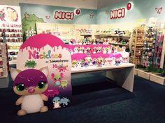Wir sind die Nicidoos Toy Chest, Storage Chest, Merry Christmas, Toys, Home Decor, Plushies, Merry Little Christmas, Activity Toys, Decoration Home