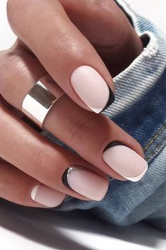 wedding nails 2019 minimalist black white french nails tYou can find French nails and more on our website.wedding nails 2019 minimalist black white french nails t White French Nails, French Tip Nails, Short French Nails, White Short Nails, Black White Nails, French Nail Art, Short Natural Nails, Natural Nail Art, Gel French Manicure
