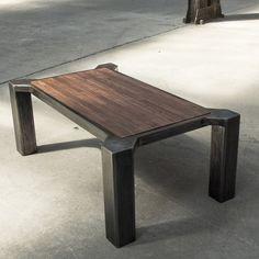 Das objekt esstisch altholz 13 patinierter tisch aus for Salontisch metall