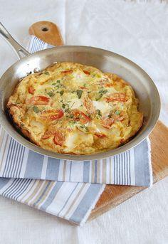 Roast tomato and goats cheese frittata / Frittata de tomates assados e queijo de cabra by Patricia Scarpin, via Flickr