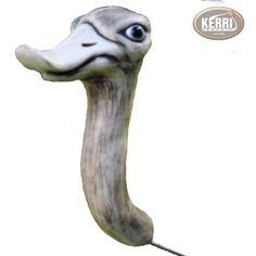 Der gemeine Heckengucker ist vom Aussterben bedroht, Er überlebt nur in Gärten, schönen Hecken und in Buchsbäumen. Er liebt auch Balkonkästen.  EXCLUSIV bei KERRI-Kerri-Keramik  Dieser...