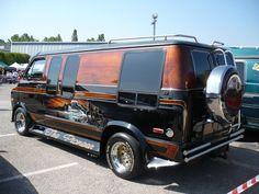 DODGE_B200_Ram_Van_1976_Illzach__2_ Ram Van, Chevy Conversion Van, Van Conversion Interior, Van Interior, Chevrolet Van, Ford Classic Cars, Classic Trucks, Bedford Van, Gmc Vans
