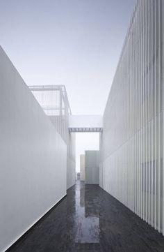 Galeria de Centro de Jovens / Atelier Deshaus - 12