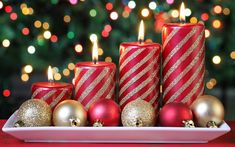 Awesome Easy Christmas Candle Displays are approaching for the holiday season to decorate your house with the trendiest Christmas decorations. Every single year Diy Christmas Gifts For Friends, Easy Diy Christmas Gifts, Modern Christmas Decor, A Christmas Story, Simple Christmas, Christmas Decorations, Christmas Candles, Christmas Lights, Christmas Balls